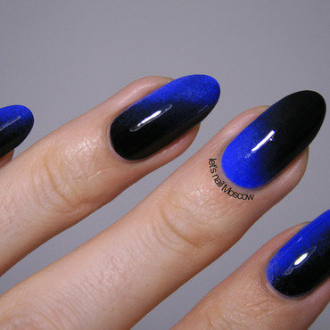 electric blue-to-black gradient nail art by Let's Nail Moscow