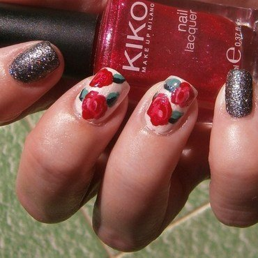 delicate roses vs sparkled sand texture nail art by sissynailsmakeup