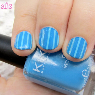 Manicura a rayas azules nail art by Vintage_Nails