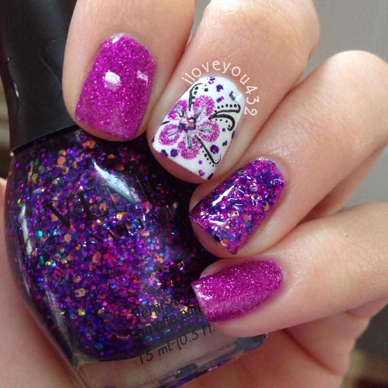 Purple/white flower art nail art by Taylor
