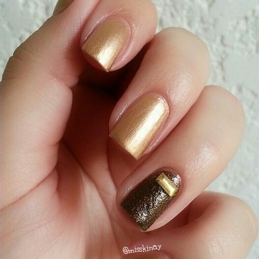 Gold & Texture nail art by Ximena Echenique