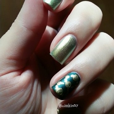 Circles nail art by Ximena Echenique