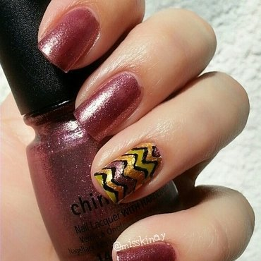 Chevron nail art by Ximena Echenique