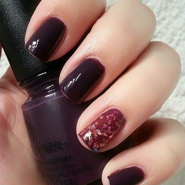 Vampy Look nail art by Ximena Echenique