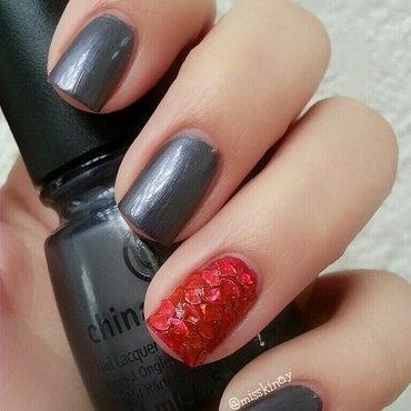 Red Glitter Scales  nail art by Ximena Echenique