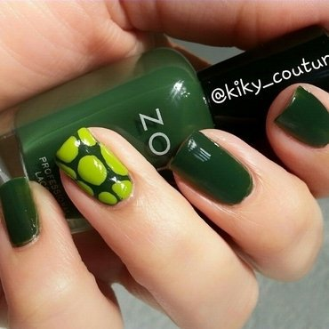 Turtle  nail art by Ximena Echenique