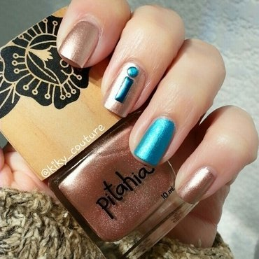Gold & Blue nail art by Ximena Echenique