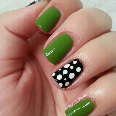 Green & Black & White Polkadots nail art by Ximena Echenique