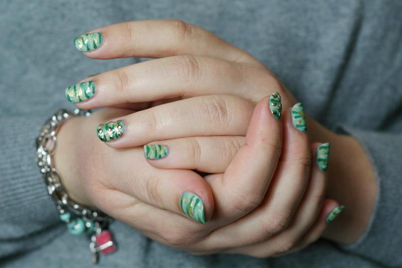 Luxury camo nail art by Souchka