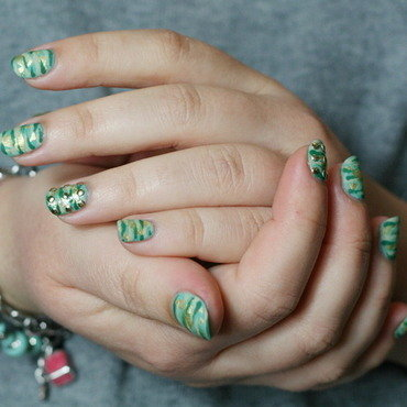Luxury camo nail art by Souchka