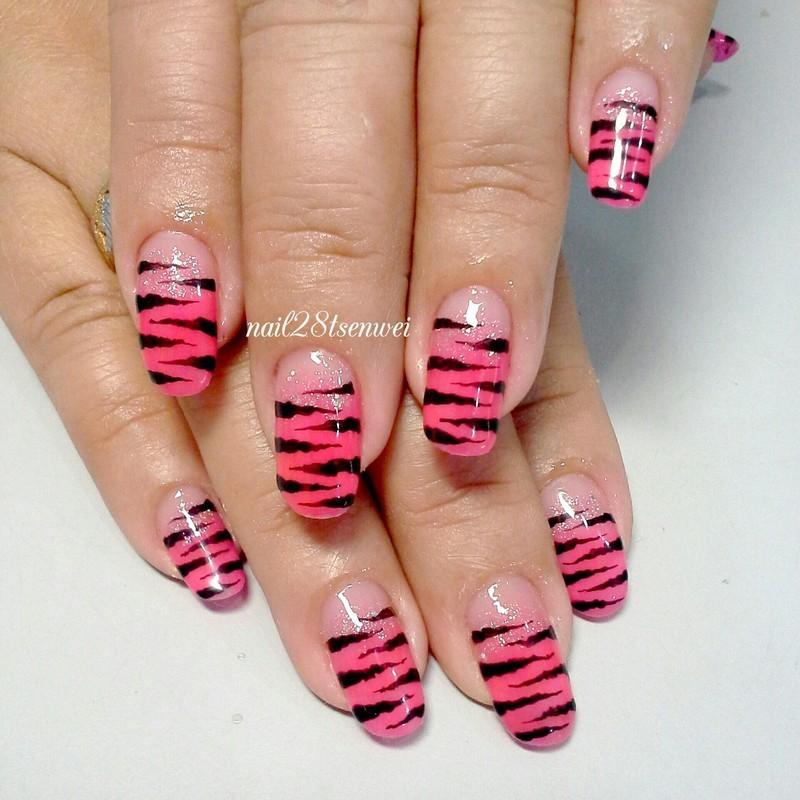pinky nail art by Weiwei