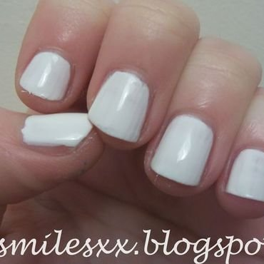 Models Own White Light Swatch by Sarah Clarke