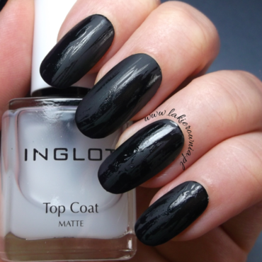 DISTRESSED NAIL ART: black matte & shiny nail art by Iwona