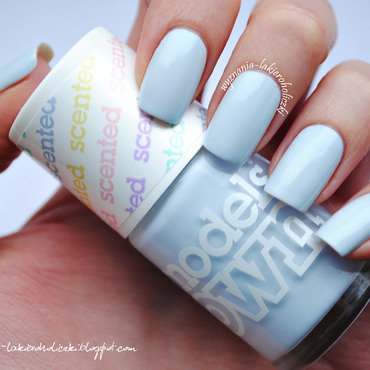 Models Own Blueberry Muffin Swatch by Olaa