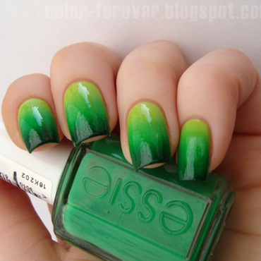 green gradient nail art by ania