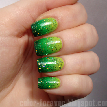 green - gradient - glitter nail art by ania