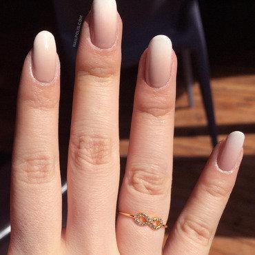 Nude gradient nails thumb370f