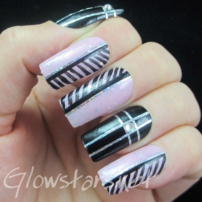 Take the shade from the canvas and leave me the white nail art by Vic 'Glowstars' Pires