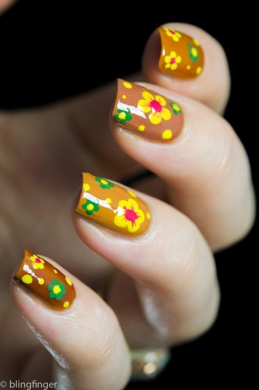 Flower Power nail art by  Petra  - Blingfinger