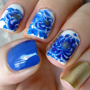 Porcelain flowers nail art by Ewlyn