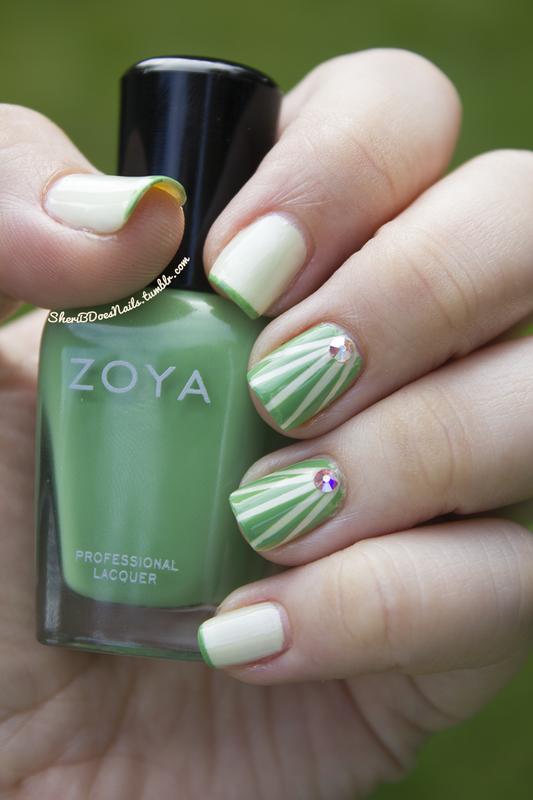 Green Rays nail art by moon doggo