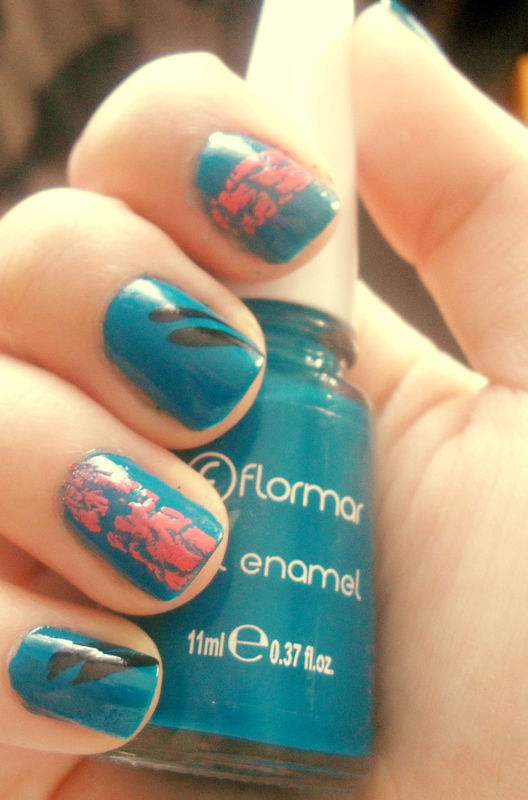 Lovely blue nail art by Teo