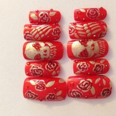 Vintage skulls and roses nail art by Nickysnails