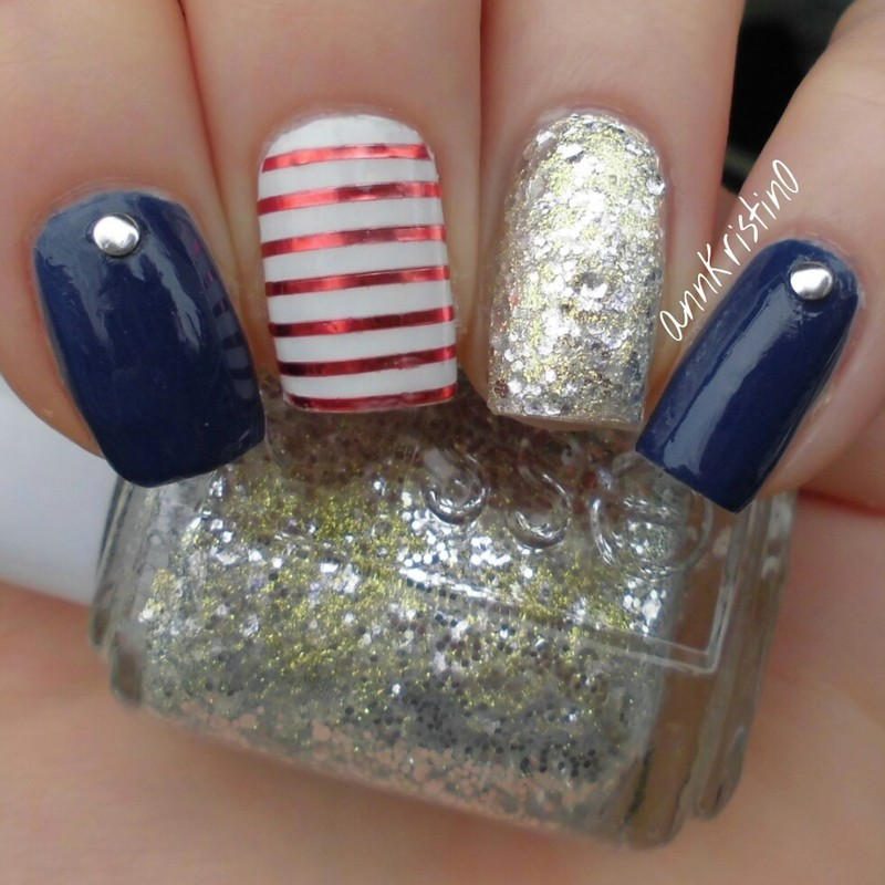 Navy Nails nail art by Ann-Kristin