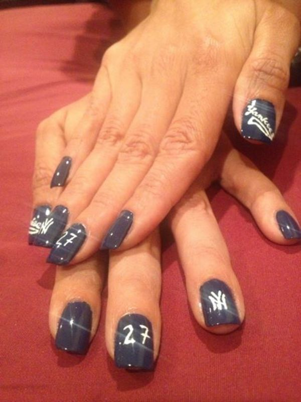 New York Yankees nail art by Reina