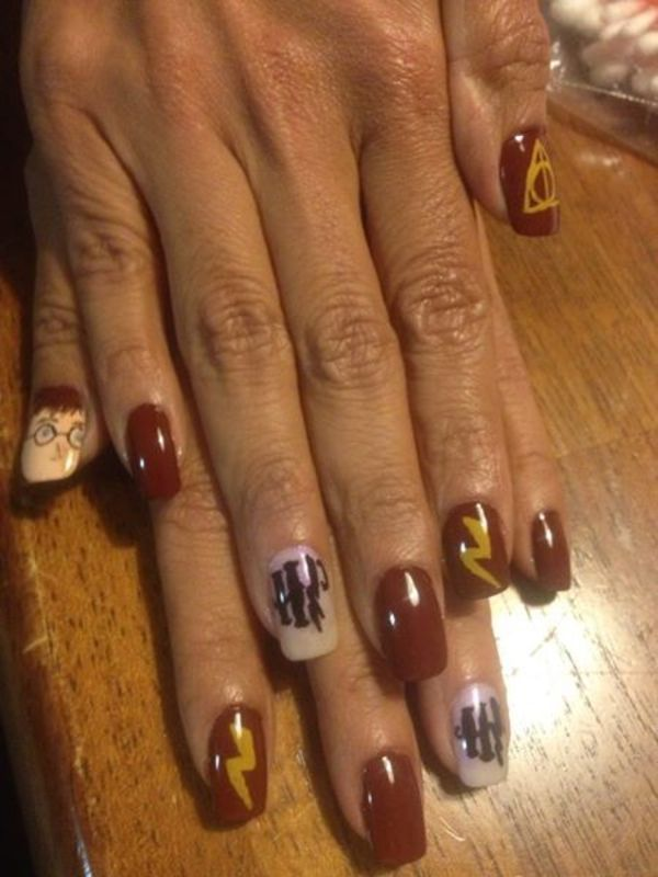 Book Manicure - Harry Potter nail art by Reina