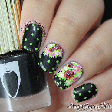 Blooming Flowers nail art by Ana