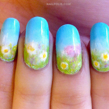 Spring Daisies (Bellis perennis) nail art by Michelle