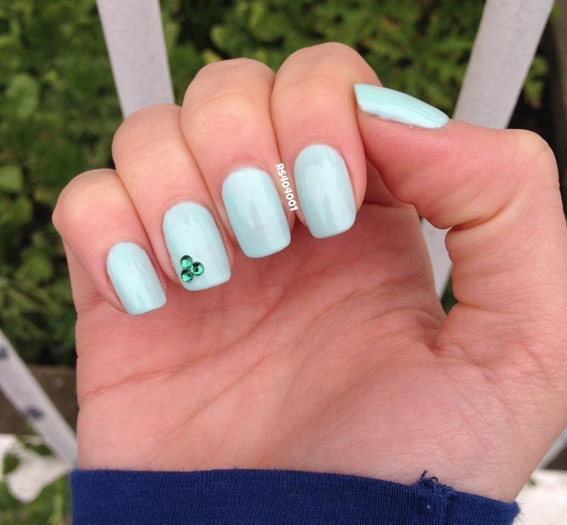 Simple St-Patrick's day mani nail art by Rose Tanguay  Hebert