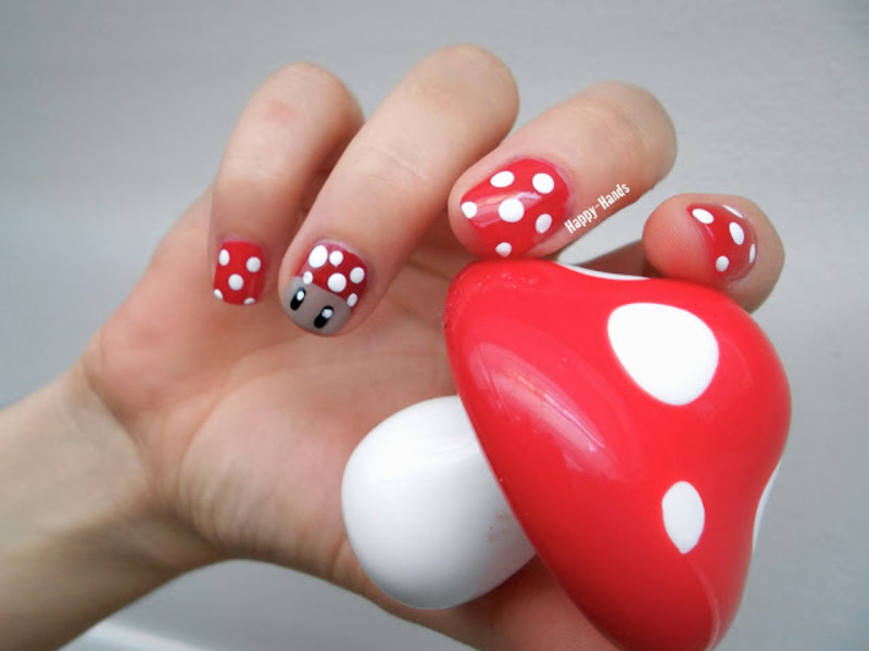 Shroom Nail nail art by Sarah Anaïs