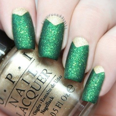 Green and gold matte nail art by Jordan