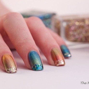 Aquarium Gradient nail art by The Naily Mail