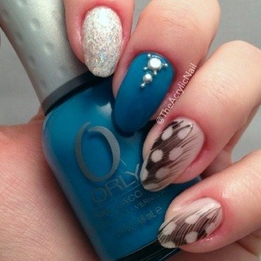 Shake Your Teal Feather nail art by Beatrice N
