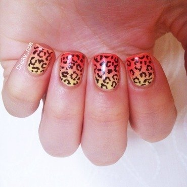 Leopard gradient  nail art by Ducky_npa (Lili)