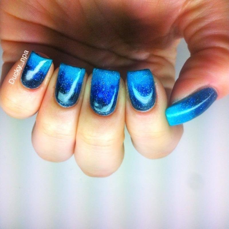Ocean gradient  nail art by Ducky_npa (Lili)