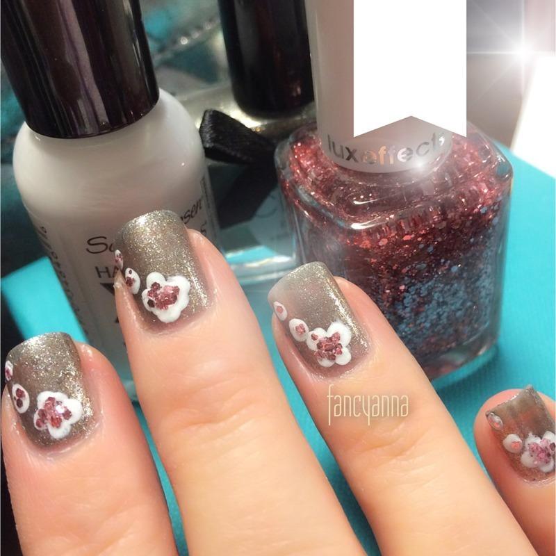 Ditsy floral nail art by Anna-Maria D