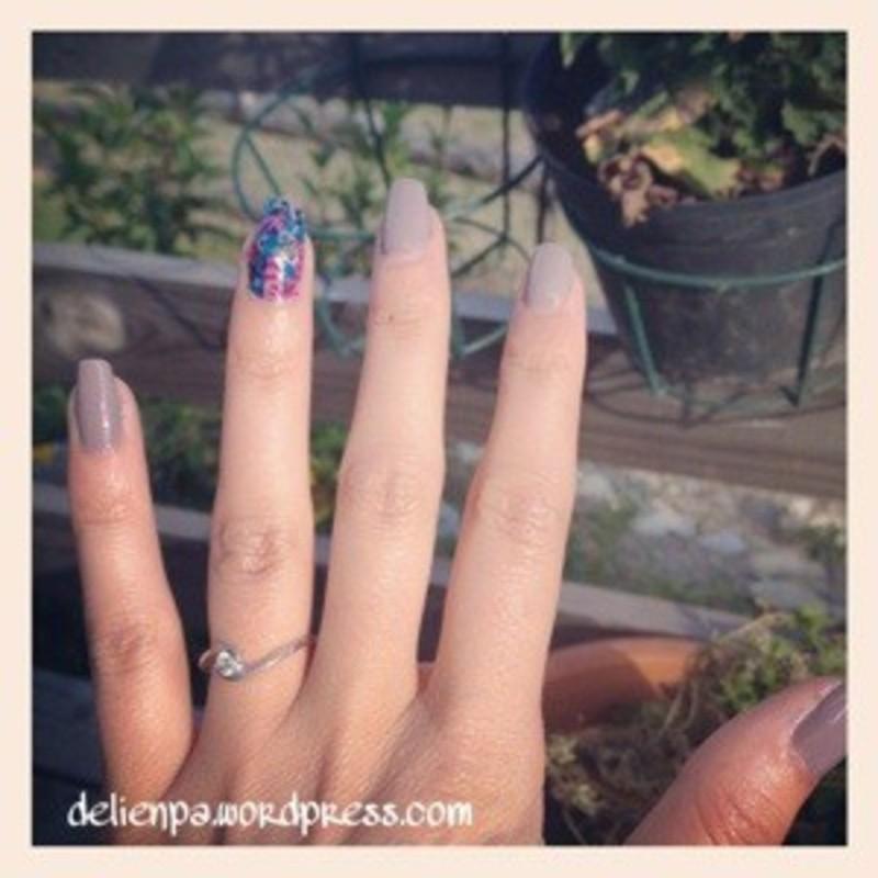 Décopatch #2 nail art by Dju Nails