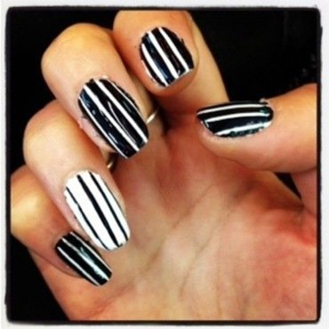 Manucure rayée nail art by Dju Nails