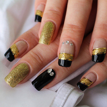 Gold and Diamonds nail art by Yue