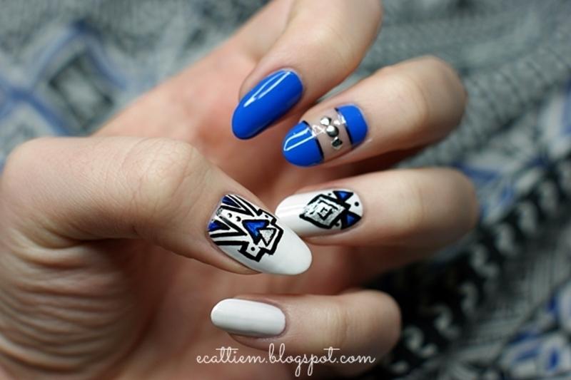 Aztec cut out in blue nail art by ecattiem