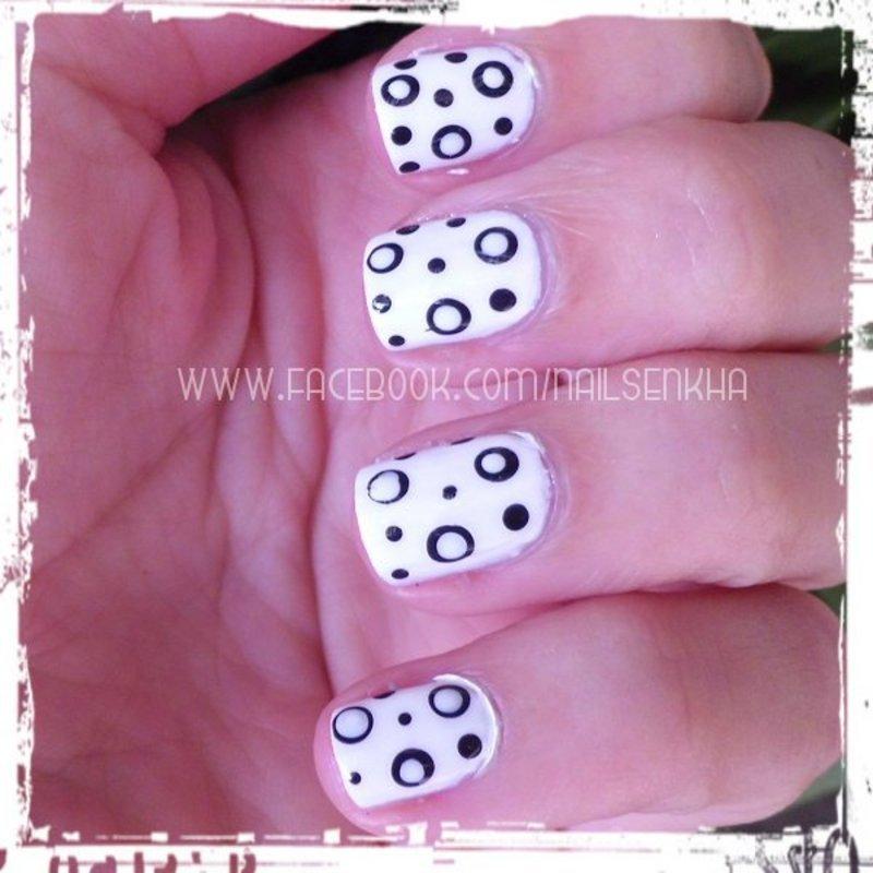 Black & White Dots nail art by Nailsenkha