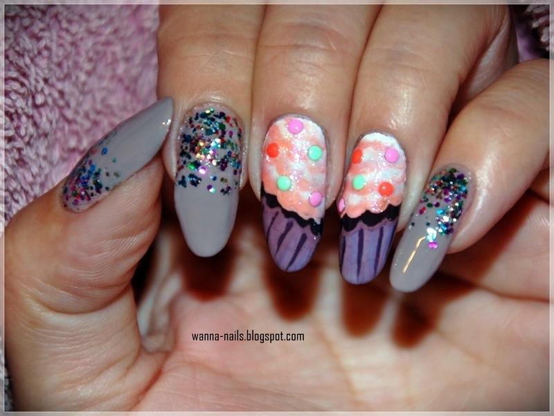 Cupcakes nail art by Oana Chiciu