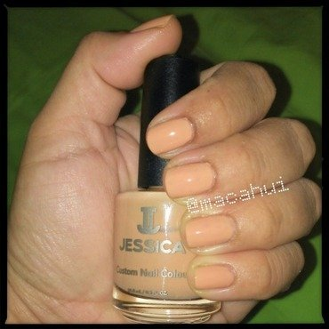 Naked As A Jaybird Swatch nail art by Lizeth