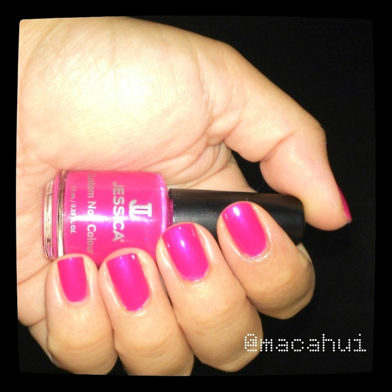 Raspberry Swatch nail art by Lizeth