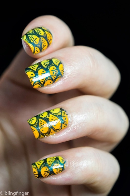 Tropical Fishes nail art by  Petra  - Blingfinger