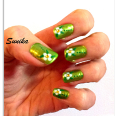 Green Spring nail art by sunikamadrid